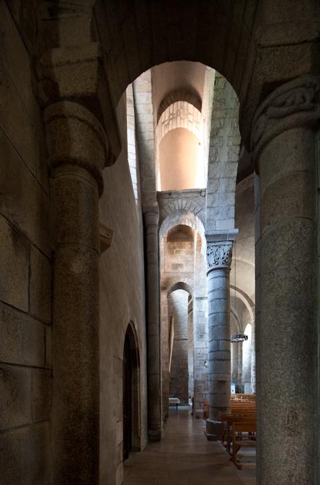 Side aisle, Collégiale de Saint-Léonard de Noblat, Saint-Léonard de Noblat (Haute-Vienne)  Photo by Dennis Aubrey