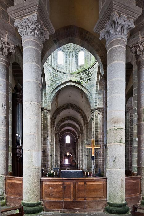 Crossing and nave from ambulatory, Collégiale Saint-Pierre-ès-Liens, Le Dorat (Haute-Vienne) Photo by PJ McKey