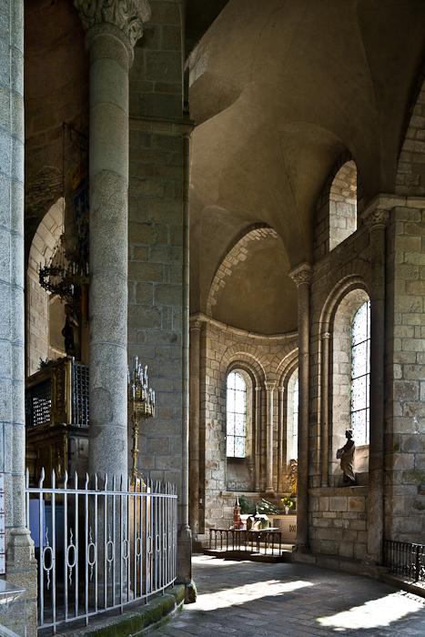 Ambulatory, Collégiale de Saint-Léonard de Noblat, Saint-Léonard de Noblat (Haute-Vienne)  Photo by PJ McKey