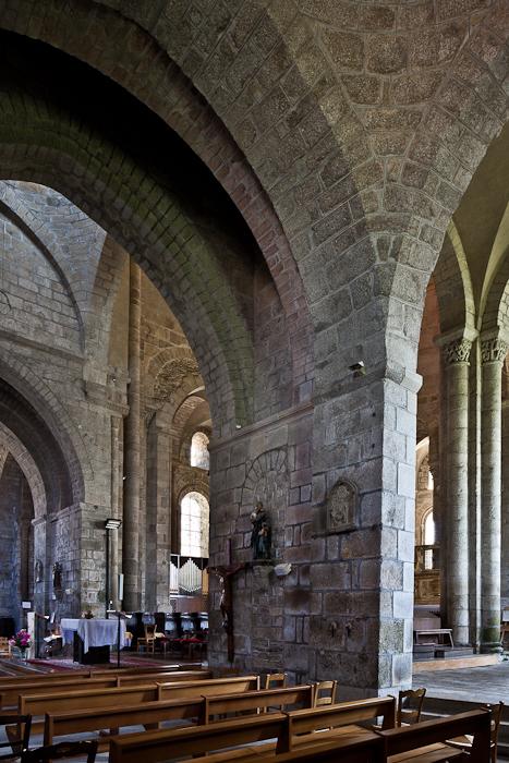 Transept piers, Collégiale de Saint-Léonard de Noblat, Saint-Léonard de Noblat (Haute-Vienne)  Photo by PJ McKey