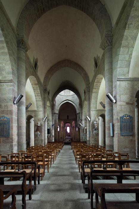 Nave, Église Saint-Barthélémy de Bénévent-l'Abbaye, Bénévent-l'Abbaye (Creuse)  Photo by Dennis Aubrey