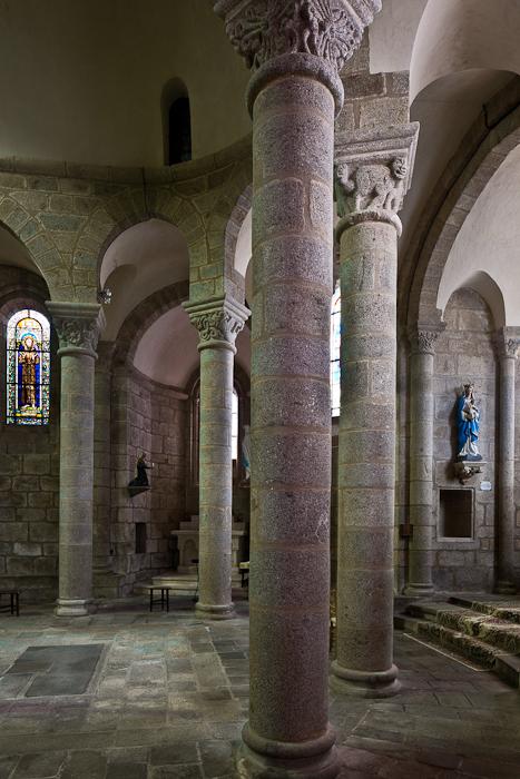 Ambulatory, Église Saint-Barthélémy de Bénévent-l'Abbaye, Bénévent-l'Abbaye (Creuse) Photo by PJ McKey
