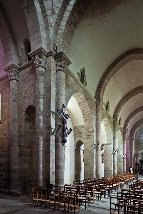 Nave elevation, Église Saint-Barthélémy de Bénévent-l'Abbaye, Bénévent-l'Abbaye (Creuse) Photo by PJ McKey
