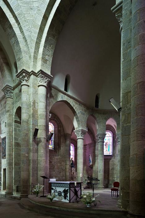 Choir, Église Saint-Barthélémy de Bénévent-l'Abbaye, Bénévent-l'Abbaye (Creuse) Photo by PJ McKey