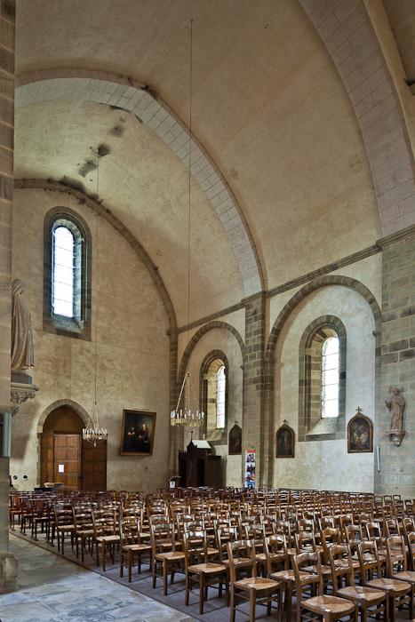 Nave, Abbaye Saint-Pierre du Vigeois, Vigeois (Corrèze)  Photo by PJ McKey
