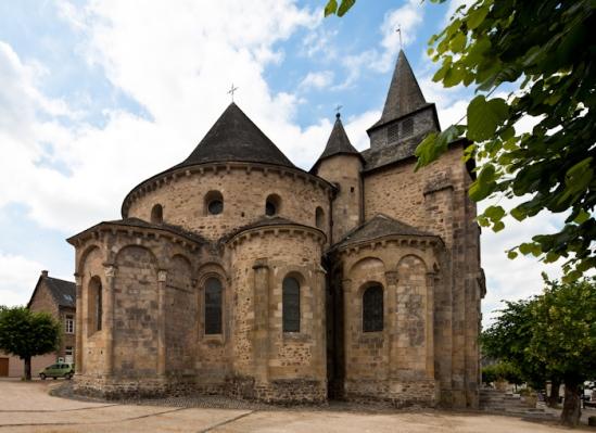 Chevet, Abbaye Saint-Pierre du Vigeois, Vigeois (Corrèze) Photo by Dennis Aubrey