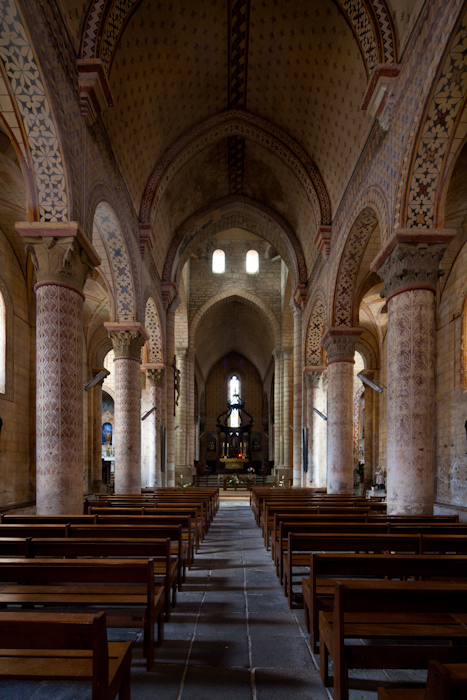 Nave, Église Saint-Julien, Chauriat  (Puy-de-Dôme)  Photo by Dennis Aubrey