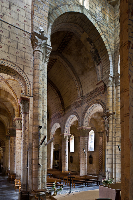 Nave elevation, Église Saint-Julien, Chauriat  (Puy-de-Dôme)  Photo by PJ McKey