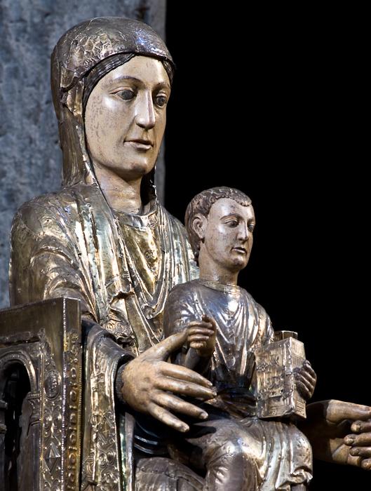 Notre Dame des Fers, Notre Dame d'Orcival, Orcival  (Puy-de-Dôme)  Photo by Dennis Aubrey