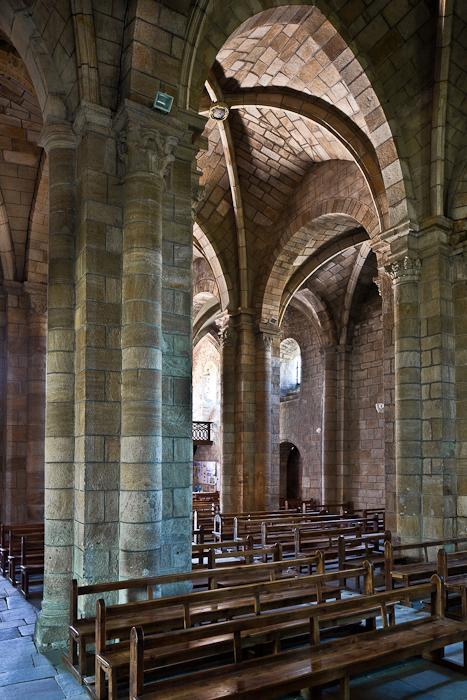Nave elevation, Église Saint Julien, Saint-Julien-Chapteuil (Haute-Loire)  Photo by PJ McKey