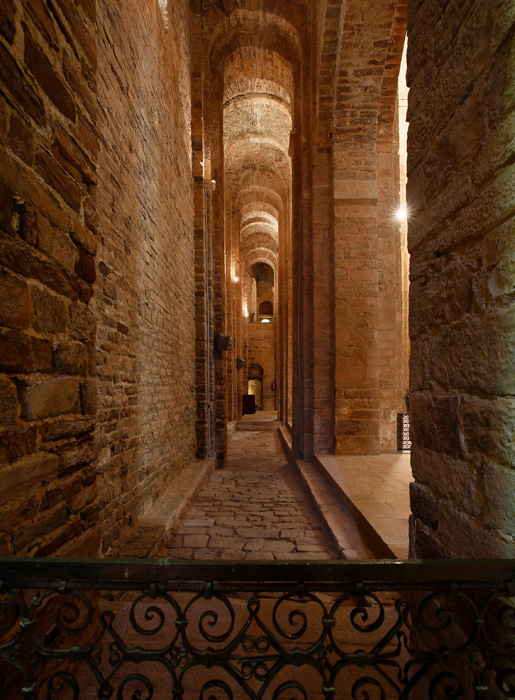 South side aisle, Sant Vicenç de Cardona, Cardona (Barcelona)  Photo by Jong-Soung Kimm