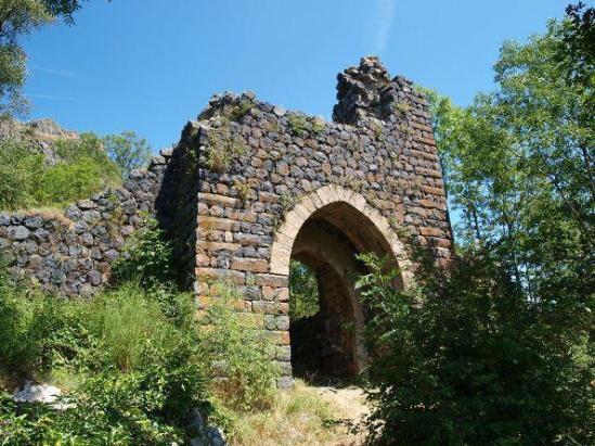 Gate of chateau, Saint-Julien-Chapteuil (© Fondation du Patrimoine - Tous droits réservés)