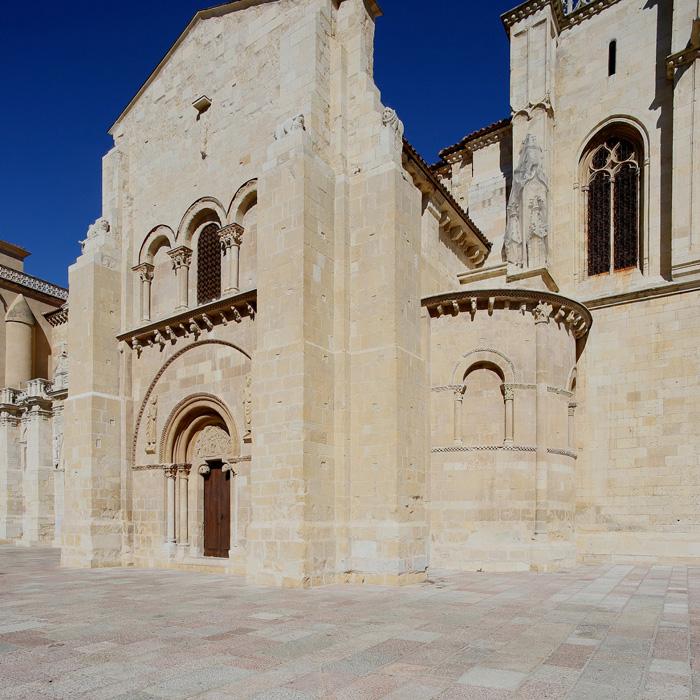 Southern apse, Basilica of San Isidoro, León (Castile-León) Photo by Jong-Soung Kimm