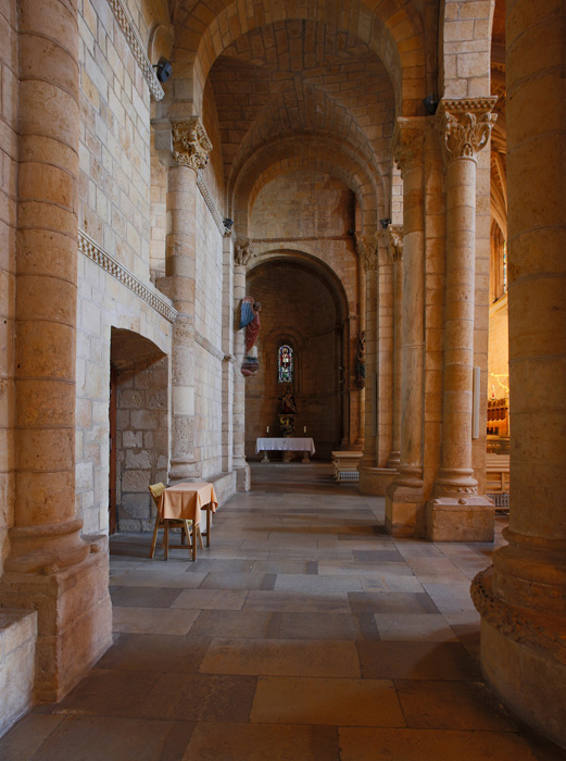 Side aisle, Basilica of San Isidoro, León (Castile-León) Photo by Jong-Soung Kimm
