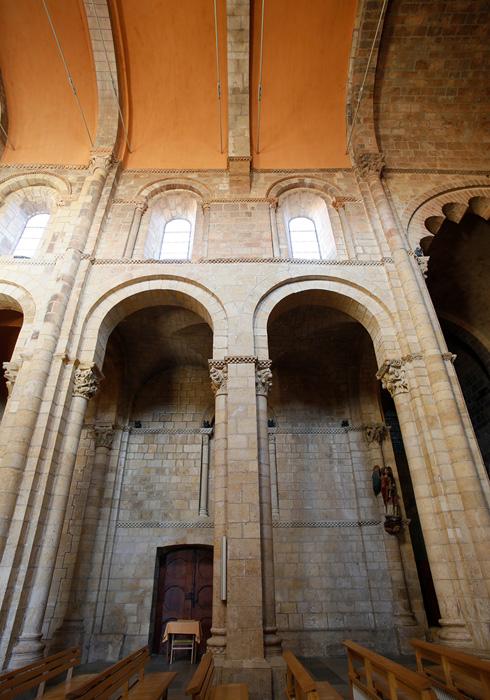 Nave arcades, Basilica of San Isidoro, León (Castile-León) Photo by Jong-Soung Kimm