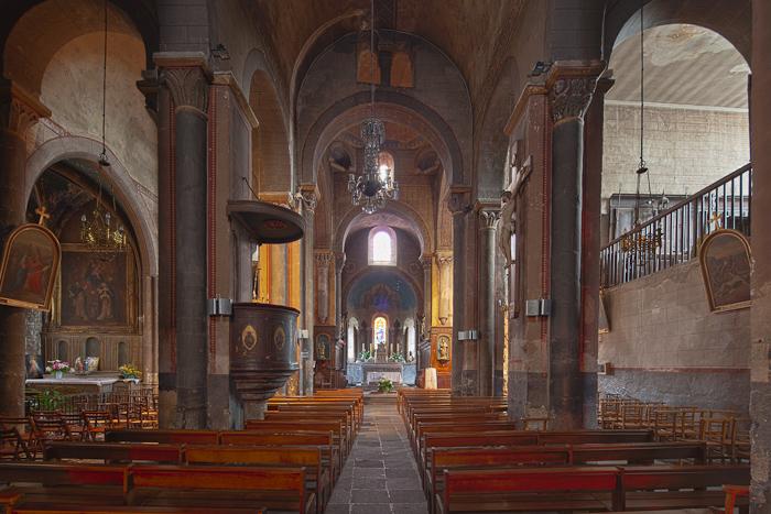 Nave, Église Saint-Martin, Courpière (Puy-de-Dôme)  Photo by Dennis Aubrey