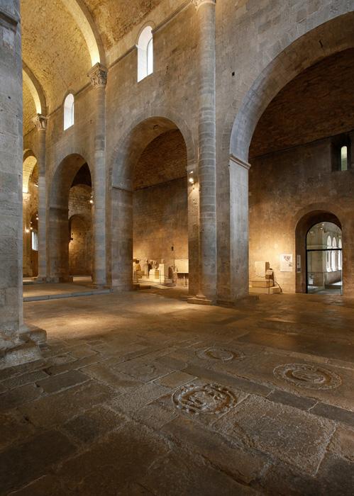 Nave piers, Monastir Sant Pere de Galligants, Girona (Girona) Photo by Jong-Soung Kimm