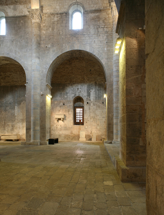 Nave elevation, Monastir Sant Pere de Galligants, Girona (Girona) Photo by Jong-Soung Kimm