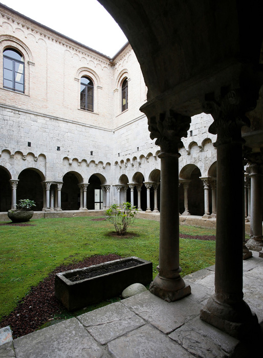 Cloister, Monastir Sant Pere de Galligants, Girona (Girona) Photo by Jong-Soung Kimm
