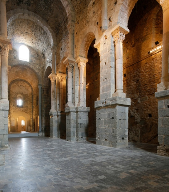 Nave piers, Sant Pere de Rodes, El Port de la Selva (Girona) Photo by Jong-Soung Kimm