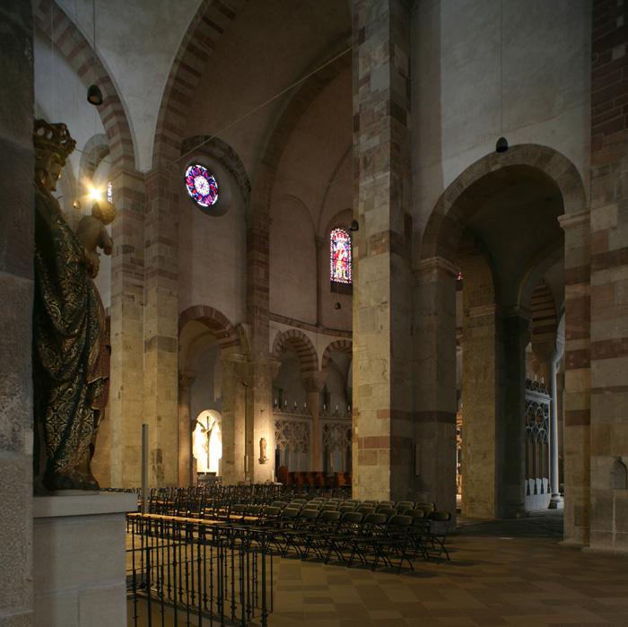 Crossing, Sankt Maria im Kapitol, Cologne (North Rhine-Westphalia) Photo by Jong-Soung Kimm